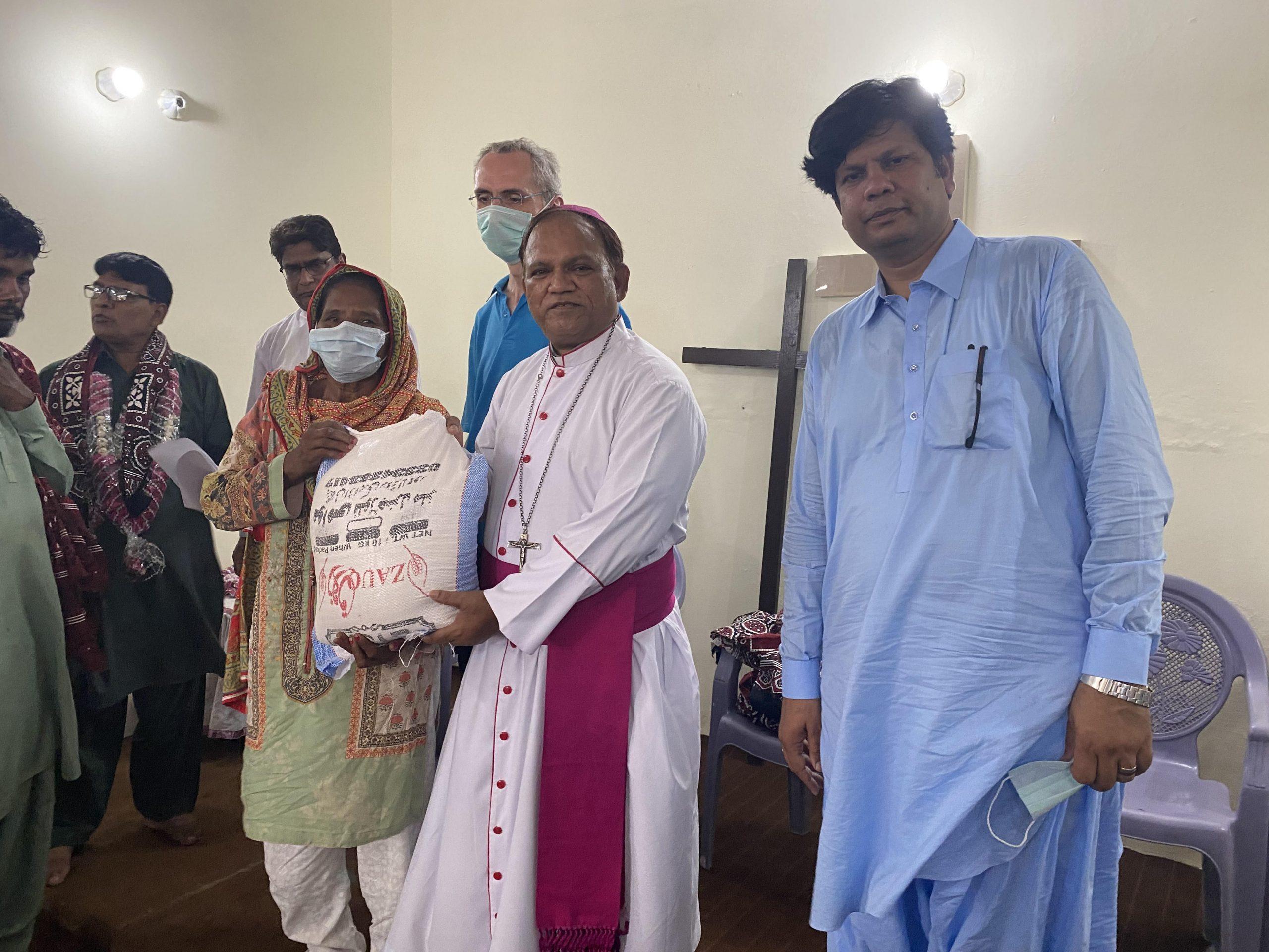 Salesians Distribute Aid in Pakistan